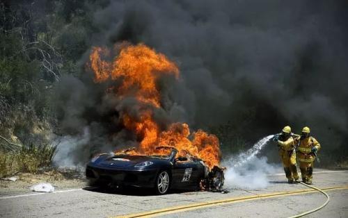 电动车起火不是技术路线问题,品控和设计才是关键