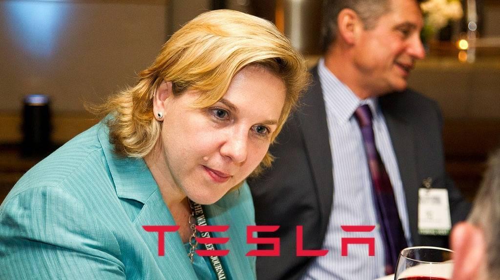 她接替了马斯克,特斯拉董事长职位正式换人