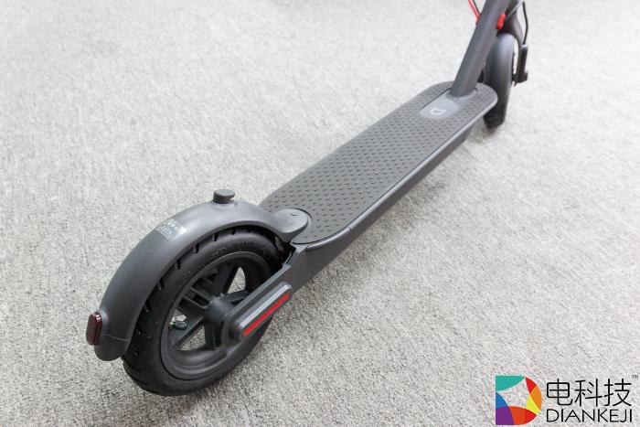 通勤大杀器—小米电动滑板车Pro,45公里续航28斤重单手轻松拎起