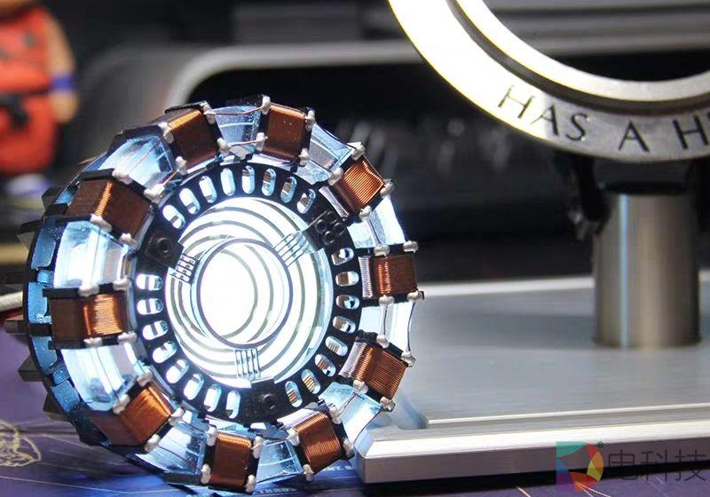 钢铁侠来袭,iQOO核反应堆邀请函是想说长续航还是高性能?