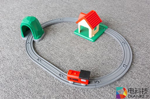 米兔轨道积木声光火车套装:孩子启蒙玩具,在欢声笑语中培育智力